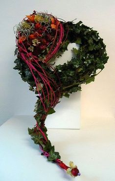 Funeral Flower Arrangements, Funeral Flowers, Art Floral, Grave Decorations, Nature Decor, Ikebana, Grapevine Wreath, Diy And Crafts, Wreaths