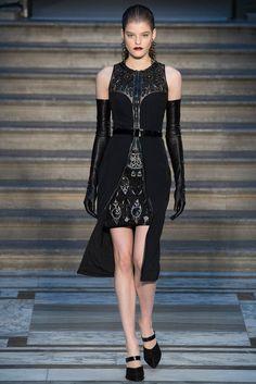 Julien Macdonald Fall 2015 Ready-to-Wear Fashion Show