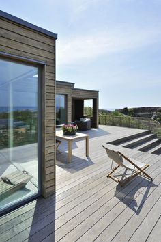 South of the Tjøme peninsula, a modern cottage Scandinavian Garden, Scandinavian Architecture, Modern Architecture, Outdoor Rooms, Outdoor Living, Indoor Outdoor, Outdoor Decor, Tiny House, Summer Cabins