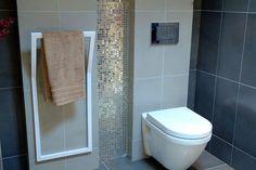No 25  Wieszak ścienny idealnie pasuje do nowoczesnych łazienek i nie tylko. Twoje ręczniki zawisną w pięknej oprawie.  Wieszak w całości jest wykonany ręcznie z dbałością o każdy detal.Każdy element obrabiany jest ręcznie a następnie malowany proszkowo, co gwarantuje jego jakość. Wieszak dostępny w dowolnym kolorze z palety RAL
