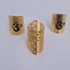 Cultiva la paz de tu corazón colma al mundo con plenitud y abundancia.  #kelandkchakras #kelandkfloweroflife #omring  #floweroflife  #flordelavida  #fleurdelavie  #om #rin #yoga #yogajewels #yogajewelry #jewelleryaddict  #jewelry  #bohochic  #bohostyle  #artisanjewelry  #hechoenvzla  #hechoamano