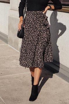 Im Torn Medium Wash Skinny Jeans Midi Skirt Outfit jeans Medium skinny Torn Wash Floral Dress Outfits, Midi Skirt Outfit, Modest Outfits, Modest Fashion, Dress Skirt, Casual Dresses, Fashion Outfits, Midi Skirts, Smart Casual Skirt Outfit
