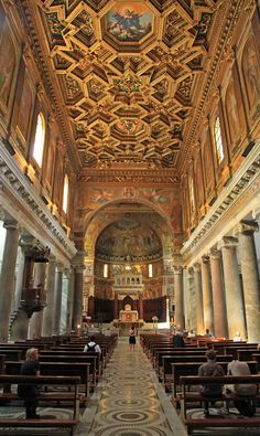 Inside the beautiful Basilica di Santa Maria in Trastevere, Roma Church Architecture, Amazing Architecture, Rome Travel, Italy Travel, Beautiful Buildings, Beautiful Places, Italy Tour Packages, Hotel Rome, Voyage Rome