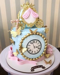 65 ideas and step by step for a magic party - Birthday FM : Home of Birtday Inspirations, Wishes, DIY, Music & Ideas Cinderella Sweet 16, Cinderella Theme, Cinderella Birthday, Cupcakes Princesas, Disney Princess Birthday Cakes, Princess Party, Gateau Baby Shower, Carousel Cake, Quinceanera Cakes