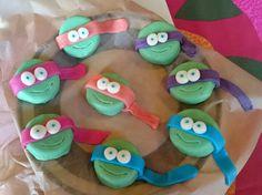 Oreo keksien päällä mantelimassa Turtlesit