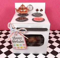 oven cupcake gift box..cutest thing ever