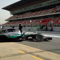 Green light! Let's get cracking! #F1Testing #F1 #WeAreW07 @LewisHamilton @MercedesBenz