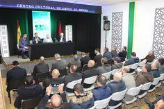 El concejal de Juventud, Formación y Empleo, Francisco Paloma, acompaña al alcalde de Tanger Bachir Abdellaoui en el Centro Cultural Islámico Al Sunna, en su visita de este domingo a Fuenlabrada