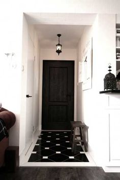 This group of photos will help you with Foyer Design Ideas. Seize the space you have for your foyer and choose from this collection what suits the colors and style of your house. Black And White Tiles, White Walls, Black White, White Hallway, White Trim, Black Trim, Matte Black, Color Black, Design Entrée