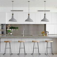 Beach House by Walter Barda Design #homeadore #kitchen #interior #interiors #interiordesign #interiordesigns #residence #home #casa #property #villa #maison #iphonesia #instagood #watsonsbay #sydney #australia #walterbardadesign