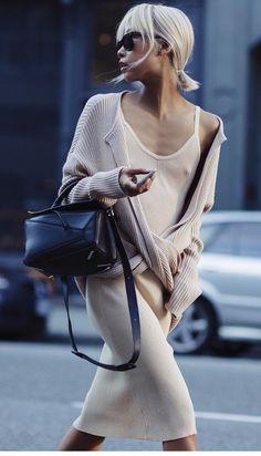 (via The Coehlo - The Haute Pursuit) - Purl on Pearl. Summer Dress, Boutique Fashion, Street Style, Look Chic, Minimalist Fashion, Knit Dress, Fashion News, Knitwear, Autumn Fashion