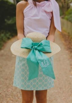I don't wear hats but I would totally wear this! Would be so cute for the beach or something!