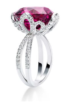 Piaget Couture Précieuse ring Magnificent Adornments Inspiration in 18K. Crafted white gold set with 1 oval-cut rubellite (approx. 13.23 cts) and 120 brilliant-cut diamonds (approx. 1.27 cts).