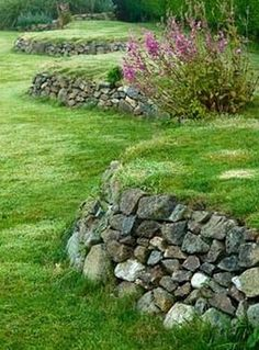 Gorgeous Front Yard Retaining Wall Ideas Perfect For Your Front House 26 - Trendehouse Landscaping Blocks, Hillside Landscaping, Front Yard Landscaping, Landscaping Ideas, Landscaping Melbourne, Landscaping Software, Back Gardens, Outdoor Gardens, Landscape Design