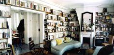 Bibliothèque réalisée à partir de bois de palettes récupérées