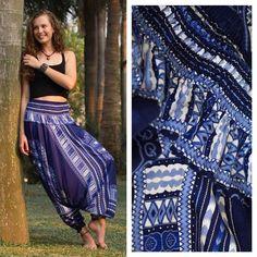 Calça Thai   R$10900   Frete grátis   calcathai.com Detalhe da cintura ajustável da nossa Calça Thai. Vá na nossa loja online (link na bio) e encomende a sua! #calçathai #azul #calça #modafeminina #modatailandesa #lojaonline #detalhe #estampa #moda