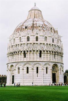 Battistero di Pisa, Piazza dei Miracoli.