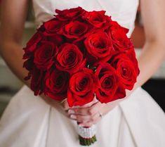 cool 49 Beautiful Red Winter Wedding Flowers Ideas  http://lovellywedding.com/2017/10/30/49-beautiful-red-winter-wedding-flowers-ideas/
