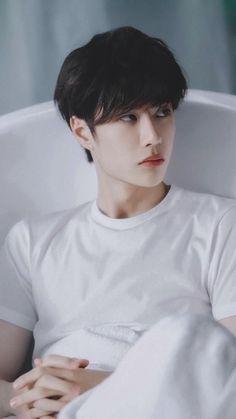 """a♡kun on Twitter: """"— wang yibo… """" Cute Asian Guys, Asian Boys, Asian Men, Cute Guys, Korean Boys Ulzzang, Ulzzang Boy, Asian Actors, Korean Actors, F4 Boys Over Flowers"""