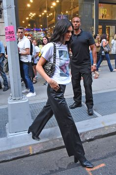 September 2019 (New York) Kendall Jenner Icons, Kendall Jenner Outfits, Casual Outfits, Cute Outfits, Future Clothes, Street Outfit, Kardashian Jenner, Celebrity Outfits, Clothing Company