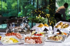 In order to give you the energy you need already since the morning, Lido Palace offers a rich buffet breakfast, with hot drinks, fruit juices, croissants, cereals, biscuits, bread, crispbread, a choice of marmalades, salami and cold pork meat, a selection of cheese, eggs, yoghurt, and homemade desserts.
