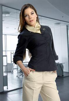 Uniforme ejecutivo para oficinista de tres piezas pantalón, blusa y mascada http://www.creacionesred.com.mx/