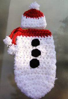 Photography Prop: Snowman Cocoon.....even if there isn't a pattern, this would be simple enough to replicate.