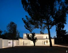 House between the pine forest by Fran Silvestre Arquitectos Paterna, Spain Mediterranean Architecture, Interior Architecture, Minimal Architecture, Interior Exterior, Interior Design, Design Design, Design Ideas, Live Oak Trees, Pine Forest