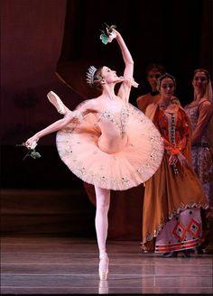 Alina Somova. ✯ Ballet beautie, sur les pointes ! ✯