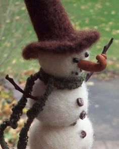 Michelle Palmer: Another Needle Felted Snowman... she has a how too blog on an earlier snowman