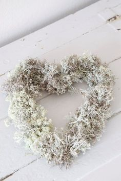 Maybe you know me from Vintage Rose Brocante or A Creative. White Christmas, Christmas Wreaths, Christmas Decorations, Holiday Decor, I Love Heart, Heart Wreath, Heart Garland, Shades Of White, Vintage Roses