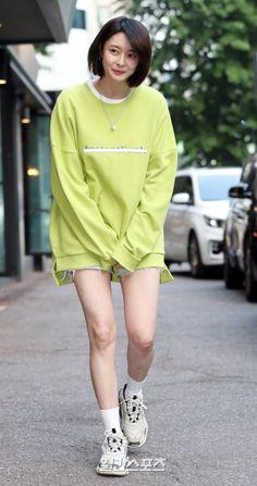 Daily Fashion, Girl Fashion, Pretty Korean Girls, Very Beautiful Woman, Cosplay Anime, Korean Women, Summer Wear, Girl Crushes, Kpop Girls