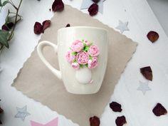 Чашка с декором из полимерной глины может использоваться по прямому назначению, такая чашка будет прекрасным подарком.
