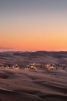 Hotel Qasr Al Sarab by Anatara in der Wüste Rub' al Khali / Abu Dhabi Desert Safari Dubai, Desert Resort, Abu Dhabi, Rub' Al Khali, Spa Hotel, 3d Landscape, Hotels, Pool Landscaping, Luxor
