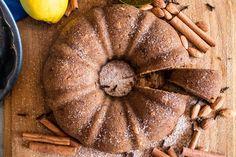 kretisches halva simigdálou Superfood, Greek, Sweets, Desserts, Food Cakes, Recipes, Advent Season, Cinnamon, Seasons Of The Year