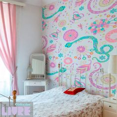 As estampas livres podem ser uma boa opção para um quarto feminino repleto de detalhes e peculiaridade. Por Estúdio Lab.ART