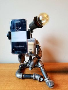 Daydreamer l Industrial Pipe Robot with 2 USB ports and phone holder - Industrial Interior Design, Industrial Pipe, Industrial House, Industrial Interiors, Industrial Furniture, Furniture Vintage, Vintage Industrial, Lampe Tube, Diy Lampe