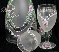 Фотография Lace Painting, Bottle Painting, Bottle Art, Decorated Wine Glasses, Hand Painted Wine Glasses, Wine Glass Crafts, Bottle Crafts, Glass Painting Designs, Glass Engraving