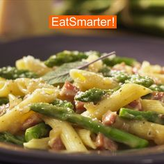 Recipe for pasta with ham, asparagus and parmesan EAT SMARTER Dog Food Recipes, Vegetarian Recipes, Avocado Salad Recipes, Evening Meals, Eating Plans, Eat Smarter, Ratatouille, Food To Make, Zucchini