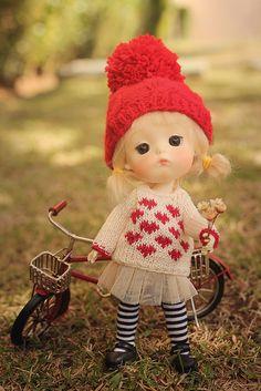 Doll red heart sweater for Lati Yellow Cute Cartoon Images, Cute Cartoon Girl, Anime Girl Drawings, Anime Art Girl, Tiny Dolls, Blythe Dolls, Dollhouse Dolls, Miniature Dolls, Cute Miss You