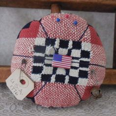 Primitive Vintage Pin Keep Woven Red Blue Coverlet Americana Pin Cushion Decor #NaivePrimitive #auntiemeowsatticprims