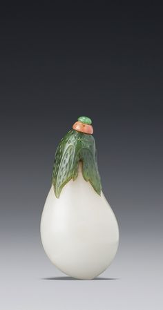 A White and Spinach Jade 'Eggplant' Snuff Bottle<br>Qing Dynasty, 18th / 19th Century | lot | Sotheby's