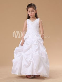f454902a59b 11 Amazing Flower Girl Dresses images