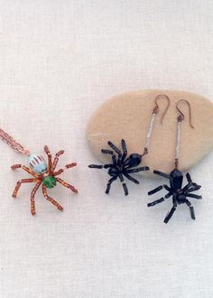 Free Tutorial to Make Wire and Bead Spider Jewelry: Halloween Beaded Spider Earrings or Pendant
