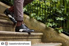 Scarpe  BASE LONDON 132 #Repost @baselondonshoes (@get_repost)  The man himself  Mukesh Desai  owning the city streets in his Bartley Brogues   . #wearthecity #streetwear #london #londonstyle #menswear #mensfashion #fashion #london #style #mensstyle #menwithstyle #menwithclass #wedneaday #dapper #chic #socks #steps #fashionpost #men #gent #menwithclass #shoes #brogues #aw17 #autumn #season ift.tt/2fPjoBK #fashion #moda #shop #shopping #man #women #outfit #moda #shopping #abbigliamento