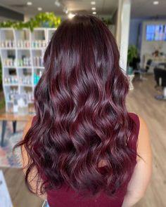 Dark Maroon Hair, Burgundy Hair With Highlights, Deep Burgundy Hair, Deep Red Hair Color, Burgundy Balayage, Hair Highlights, Red Burgundy Hair Color, Dark Res Hair, Red Black Hair