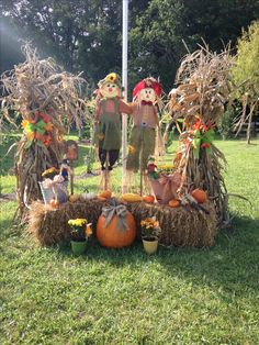 Hall Fall decorations! Fodder shocks, Scarecrows, Straw bails and Pumpkins!