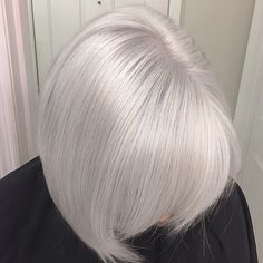 Processed for 35 minutes until pale yellow. Processed for 3 minutes. Shampooed and conditioned with Blonde Idol. White Hair Toner, Toner For Blonde Hair, Platinum Blonde Hair Color, Silver Blonde Hair, Ice Blonde, Short Hair Cuts, Short Hair Styles, Icy Hair, Redken Shades