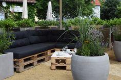 Bäckerei Garten in Stuttgart mit Möbeln aus DIY Paletten - Cafee