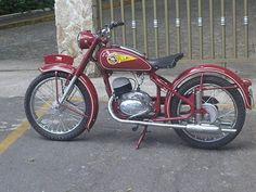 jawa Monark Jawa 150 cc 1954 - from Edson Mol Bessa Vintage Bikes, Vintage Motorcycles, Cars And Motorcycles, Vintage Cars, Classic Motors, Classic Bikes, Moped Bike, Motorbike Design, Old Bikes